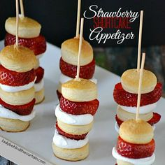 Strawberry Shortcake Appetizer-Strawberry Shortcake Appetizer Kabobs Surprisingly easy but equally delicious. These Strawberry Shortcake Kabobs can be served as an appetizer or dessert Fingerfood Party, Appetizers For Party, Appetizer Dessert, Dessert Kabobs, Party Desserts, Skewer Appetizers, Girls Night Appetizers, Antipasto Skewers, Healthy Appetizers
