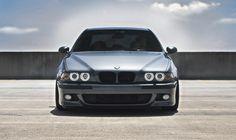 БМВ с кузовом Е39 выпускался 10 лет, начиная с 1995 года. Тюнинг этого немецкого автомобиля в наши дни производится по разным направлениям. Причем все они достаточно просты в реализации за счет того, что запчасти к BMW E39 несложно приобрести в любом автомагазине. 1 Коротко об особенностях модели – узнаем главное БМВ Е39 по сравнению с …