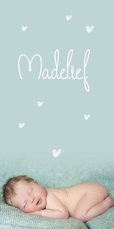 Geboortekaartje Madelief | new born fotografie | foto | baby | meisje | zacht roze | mint groen | hartjes | bijzonder formaat | uniek kaartje | Studio Altena