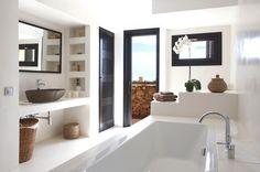 I piani lavabo sono elementi che aiutano moltissimo a definire lo stile del proprio bagno. Nonostante in genere siano davvero minimalisti, ne esistono svariate versioni:con portasalviette integrate, con o senza cassetti, con lavabo da...