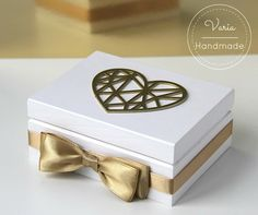 Białe, drewniane pudełko na obrączki w stylu Glamour z geometrycznym sercem Decorative Boxes, Handmade, Home Decor, Hand Made, Decoration Home, Room Decor, Home Interior Design, Decorative Storage Boxes, Home Decoration