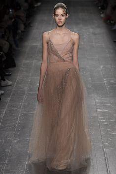 Valentino Fall 2016 Ready-to-Wear Fashion Show - Bara Podzimkova