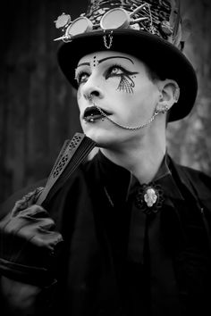 #vanhitman #fillion #althemy #model #malemodel #gothic #goth #dark #magic #vampire #jewelry #morbid #black #Gothic #makeup #modeling #alternative #beautiful #Paintface #Cylinder #Glasses vanhitman.althemy