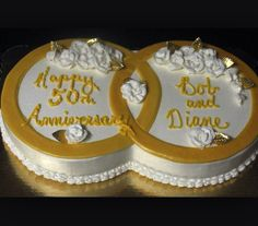 Inter-locking gold rings for a wedding anniversary cake Golden Anniversary Cake, 50th Wedding Anniversary Cakes, Anniversary Ideas, 50th Cake, Ideas Aniversario, Gold Rings, Cake Ideas, Silver Weddings, Sheet Cakes
