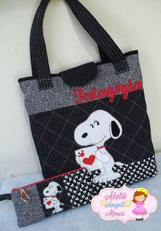Bolsa Snoopy 40x45x10cm Estojo 13x24cm Feitos com tecidos 100% algodão e manta resinada para estruturar a peça, pode mudar o nome a gosto do cliente!