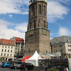 Am Marktplatz - Blick zum Roten Turm