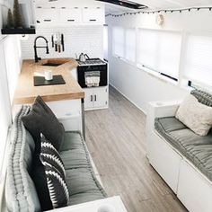 Best School Bus Conversion Ideas Thinking about a school bus conversion? Have a look at these famous converted bus homes (skoolies) to get a glimpse into building a bus home. School Bus Tiny House, Old School Bus, Bus Living, Tiny House Living, Petite Kitchenette, Bus Remodel, Airstream Remodel, Trailer Remodel, Best Caravan