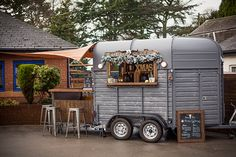 Converted horse trailer to bar. Love the v shaped bar top in the front for open seating Catering Trailer, Food Trailer, Converted Horse Trailer, Horse Box Conversion, Coffee Food Truck, Boho Bar, Glamping, Prosecco Van, Mobile Coffee Shop