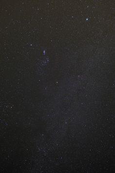 [2012.6.25] 서울에서도 밤하늘에 이렇게 수많은 별들이 쏟아지는 모습을 언젠간 다시 볼 수 있겠죠?~  X-Pro1으로 담아본 밤하늘의 별들이 유독 빛나는 것 같습니다.   촬영 모드 - Manual   감도 - ISO 640   다이나믹 레인지 - 100%   조리개 - f/3.6   셔터스피드 - 200   초점거리 - 18.0mm   화이트 밸런스 - AUTO   필름 시뮬레이션 - Velvia   http://blog.naver.com/fujifilm_x/150136665832
