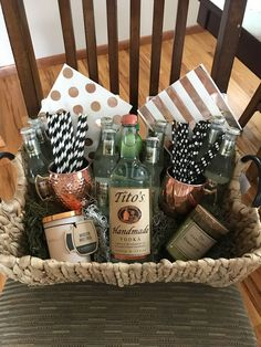 Moscow mule gift basket, Moskauer Maultier Geschenkkorb Source by anjagorges. Fundraiser Baskets, Raffle Baskets, Wine Gift Baskets, Basket Gift, Raffle Gift Basket Ideas, Wrapping Gift Baskets, Raffle Ideas, Wedding Gift Baskets, Themed Gift Baskets