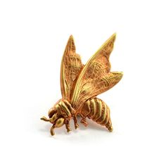 NEW! Bee Pin with gorgeous detailing 🐝