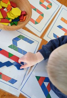 A simple invitation to play with pattern blocks - plus lots of ideas, activities and resources for pattern block play Preschool Workbooks, Preschool At Home, Preschool Learning, Kindergarten Classroom, Preschool Activities, Teaching, Pattern Block Templates, Pattern Blocks, Block Patterns