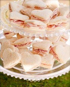 可愛い一口サイズのサンドイッチでおもてなし♡こんなウェルカムfoodにはわくわくします♡にて紹介している画像