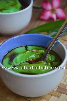 Bubur Sumsum Pandan Indonesian Desserts, Indonesian Cuisine, Asian Desserts, Indonesian Recipes, Baby Food Recipes, Snack Recipes, Cooking Recipes, Diah Didi Kitchen, Malaysian Dessert