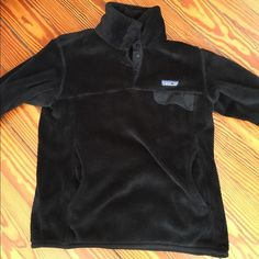 Patagonia pullover- woman's Woman's size small Patagonia! Probably worn 10 times total. Runs true to size. Would best fit someone with shorter torso. Willing to negotiate price Patagonia Jackets & Coats