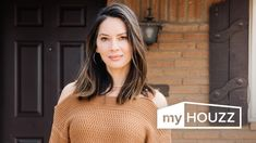 HOUZZ TV Watch actor Olivia Munn surprise her mom with a fully customized kitchen, living room and dining room renovation in the Oklahoma City home where she Living Room Decor Themes, Living Room Designs, Room Furniture Design, Lauren London, Olivia Munn, Living Room Remodel, Living Room Pictures, Reno, Beautiful Interiors