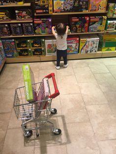 2016.5.19 장난감 가게에서 진정 쇼핑하는 여자, 한소은 ㅋ