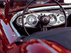 Oldtimer-Report: So geht`s richtig! Bei der Einfuhr alter Fahrzeuge sind wichtige Dinge zu beachten. Oldtimer werden immer beliebter und viele Autoliebhaber importieren die klassischen Schätzchen direkt aus dem Ausland. Lesen Sie dazu den Beitrag hier: http://der-seniorenblog.de/senioren-news-2senioren-nachrichten/ Bild: CC0