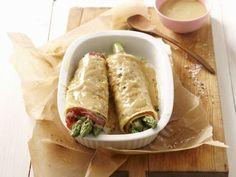 Pfannkuchenrouladen mit Spargel ist ein Rezept mit frischen Zutaten aus der Kategorie Pfannkuchen. Probieren Sie dieses und weitere Rezepte von EAT SMARTER!