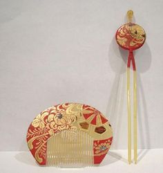Antique Japanese Golden Bekko (Tortoiseshell or artificial) Red and Gold Lacquered Kushi (Comb) and Kanzashi (Hairpin) http://www.facebook.com/KIMOKAME