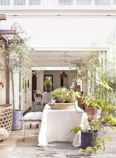 Outside/inside Styling Marie Olsson Nylander Photo Sara Svenningrud kkliving.no Porches, Nordic Interior, Interior Design, Outdoor Dining, Outdoor Decor, Scandinavian Design, Garden Inspiration, Outdoor Furniture Sets, Boho Chic