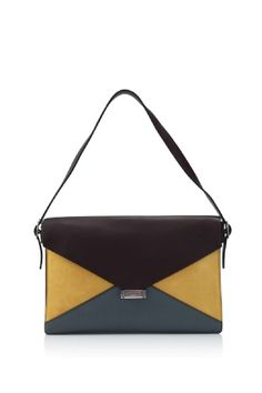 Céline Medium Shoulder Bag  HK$12,760