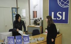 Reception at English school in London. Study English in Central London, UK at the English language school - LSI Language Studies International London Central. Regular 18 & 20 hour courses and Intensive 30 hour courses available. Choose from home stays with a host family, bed and breakfast or half board and student apartment residence accommodation.