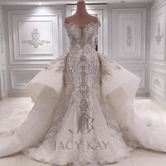 Fun wedding dress idea if you marry a prince or millionare or something, think about it.