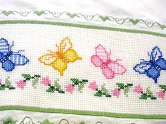 This Pin was discovered by Tre Baby Cross Stitch Patterns, Cute Cross Stitch, Cross Stitch Borders, Cross Stitch Designs, Cross Stitching, Hand Embroidery Stitches, Cross Stitch Embroidery, Embroidery Designs, Butterfly Cross Stitch