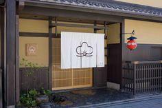 料亭 外観 京都 - Google 検索 Japanese Home Design, Japanese House, Japanese Coffee Shop, Vietnam Restaurant, Co Trip, Japanese Buildings, Noren Curtains, Japanese Aesthetic, Curtain Designs