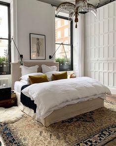 Greige, Interior Minimalista, Home Bedroom, Bedroom Ideas, Bedroom Inspiration, 50s Bedroom, Master Bedroom, Simple Bedroom Decor, Monday Inspiration