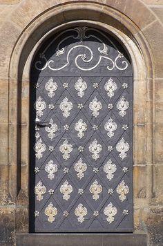 puerta con arco....