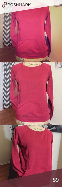 RED sweat shirt ❤️ Cute Red sweat shirt crew neck one of my best comfy shirt favorite one wore it many times perfect match with your jeans shorts & a pair of gray sweat pants still in great condition❤️💋 reflex Tops Sweatshirts & Hoodies