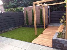 Strakke tuin met Pergola en hardhouten vlonder en kunstgras Conservatory Garden, Hot Tub Garden, Backyard, Patio, Garden Inspiration, Garden Ideas, Outdoor Living, Outdoor Decor, Garden Design
