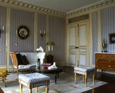 Love the soft and pretty, yet regimental and orderly French Empire style of this Paris sitting room by Jean-Louis Deniot. Traditional Interior, Classic Interior, Modern Interior, Interior Architecture, Antique Interior, French Furniture, Furniture Design, Antique Furniture, Painted Furniture