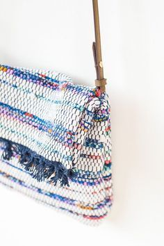 DIY cross body bag tutorial. Made out of placemats.