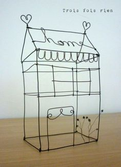Inspiration: wire house from Trois Fois Rien. Sculptures Sur Fil, Tyni House, Iron Wire, Chicken Wire, Wire Crafts, Miniature Houses, Wire Art, Little Houses, Projects To Try