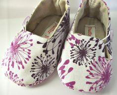 baby girl shoes...squiggly flowers!