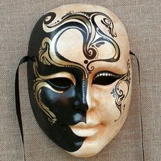 Ca 'Macana creates and sales the best Venetian carnival masks and offers workshops to decorate Venetian masks for families, groups, and professionals. Happy Halloween, Halloween Masks, Halloween Crafts For Kids, Party Face Masks, Drama Masks, Ceramic Mask, Mask Drawing, Venice Mask, Venetian Carnival Masks