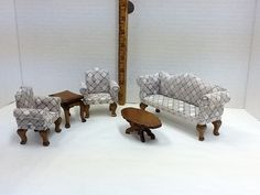 1 WOODEN DOLL HOUSE FURNITURE, MINITURE