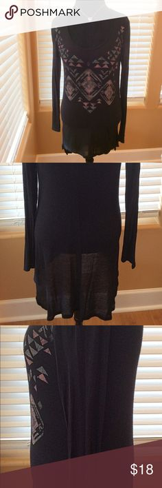 AMERICAN RAG HIGH-LOW TOP SIZE M Great condition top.  Cute high-low top, thin somewhat sheer material.  Would look great with tights and boots! American Rag Tops