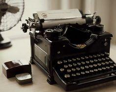 royal. typewriter.