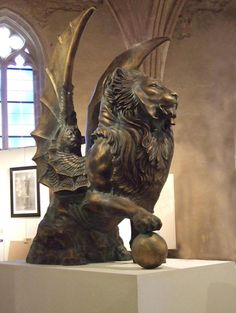 © Michaël Thomazo (artiste breton) - Lion ailé, Bronze Hauteur : 2m http://www.ploermel.tv