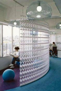 Panel divisorio elaborado con botellas PET