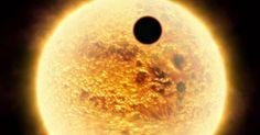 Une découverte hallucinante vient d'être faite au cœur de notre galaxie, et celle-ci pourrait bien remettre en cause les théories des scientifiques. Un satellite a mis au jour une nouvelle exoplanète de la taille de Jupiter, mais celle-ci est trop grosse pour &eci...