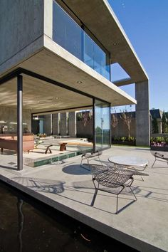 Modern Mansion Featuring Exposed Concrete – Cresta Residence in San Diego, California, USA   [ Read More at www.homesthetics.net/modern-mansion-featuring-exposed-concrete-cresta-residence-san-diego-california-usa/ © Homesthetics - Inspiring ideas for your home.]