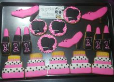 Dos docenas entregadas la semana pasada! #barbie #barbiecookies #barbiebirthday #mycookiecreations #cookies ❤🍪😀💄👠🎂
