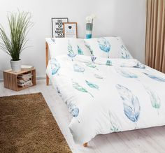 Bedroom with White Pocket bedding #feathers #blue #green