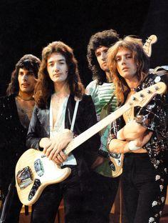 Queen - Freddie Mercury, Brian May, Roger Taylor, John Deacon. John Deacon, Queen Freddie Mercury, Queen Band, Brian May, I Am A Queen, Save The Queen, Queen Queen, Baby Queen, Ringo Starr