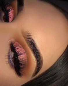 If you'd like to transform your eyes and also increase your good looks, having the best eye make-up techniques can really help. You need to make sure to put on make-up that makes you start looking even more beautiful than you are already. Wedding Makeup Tips, Eye Makeup Tips, Makeup Goals, Eyeshadow Makeup, Makeup Inspo, Makeup Inspiration, Beauty Makeup, Makeup Ideas, Makeup Guide